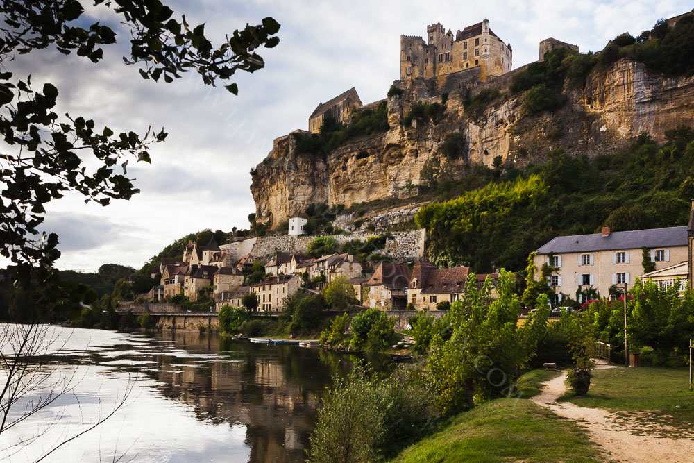 Chateau de Beynac overlooks the village of Beynac and the Dordogne river Dordogne, France